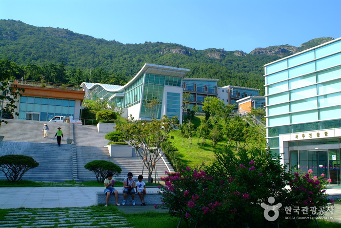 The National Center for Korean Namdo Performing Arts (국립남도국악원)