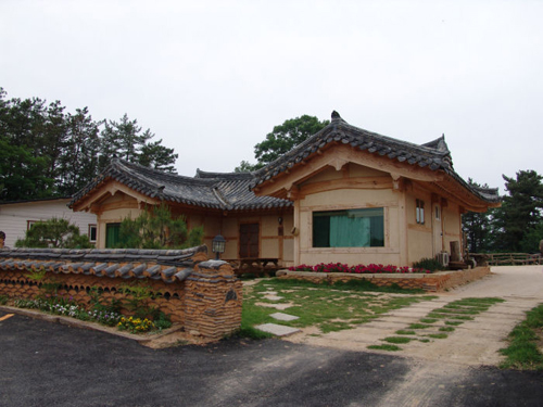 Kkotmaeul Namsan Pension (남산펜션)