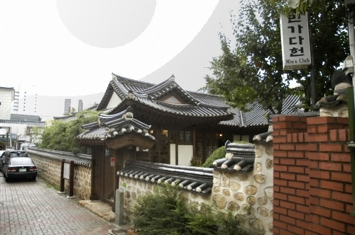 Mingadaheon Tea House (Min's Club) (민가다헌(구, 민익두가)
