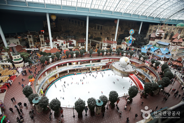 Lotte World Indoor I...