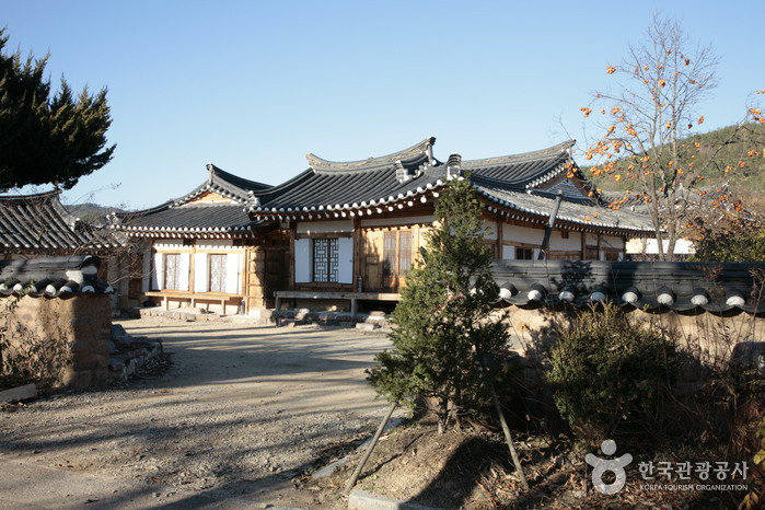 Byeongam House (병암고택)