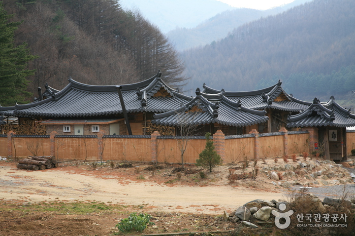 Taebaek Traditional Korean Guesthouse (태백산한옥펜션)