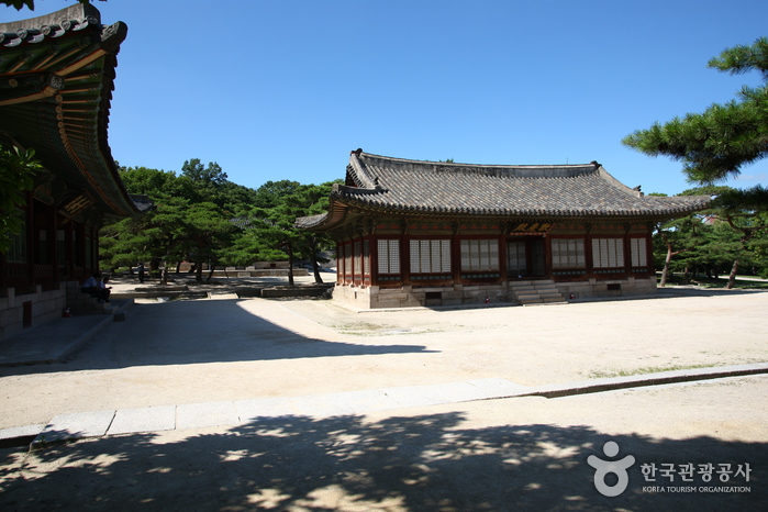 Changgyeonggung Palace (창경궁)