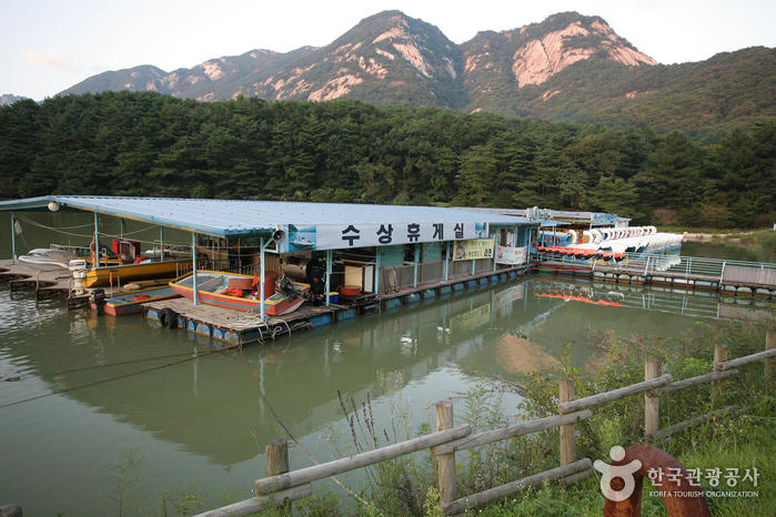 Pocheon Sanjeong Lake (포천 산정호수)