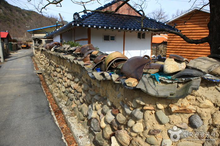 Old Walls of Jijeon Village in Muju (무주 지전마을 옛 담장)