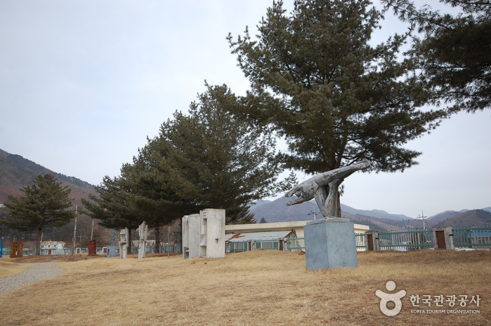 Pyeongchang Mooee Arts Center (평창무이예술관)