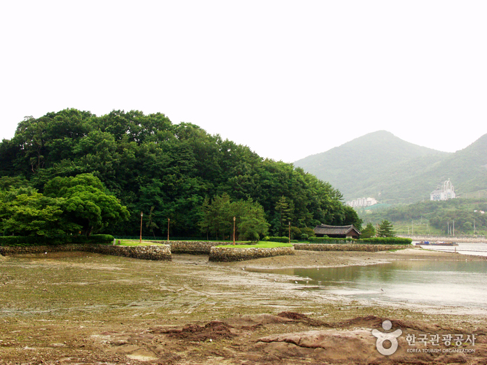 Yeosu Seonso (Shipyard) Historic Site (여수 선소유적)