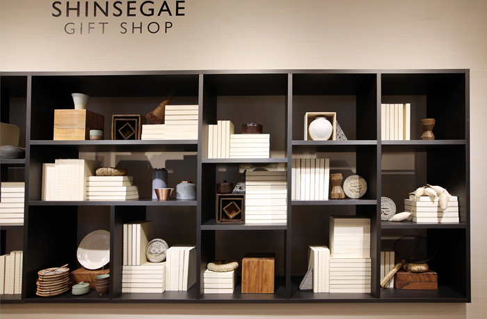 Shinsegae Duty Free Shop - Myeong-dong Branch Handicraft Store (신세계면세점 명동점 수공예품 매장)