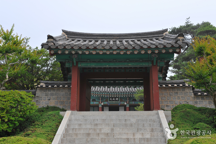Ojukheon House & Ojukheon Municipal Museum (강릉시 오죽헌•시립박물관)