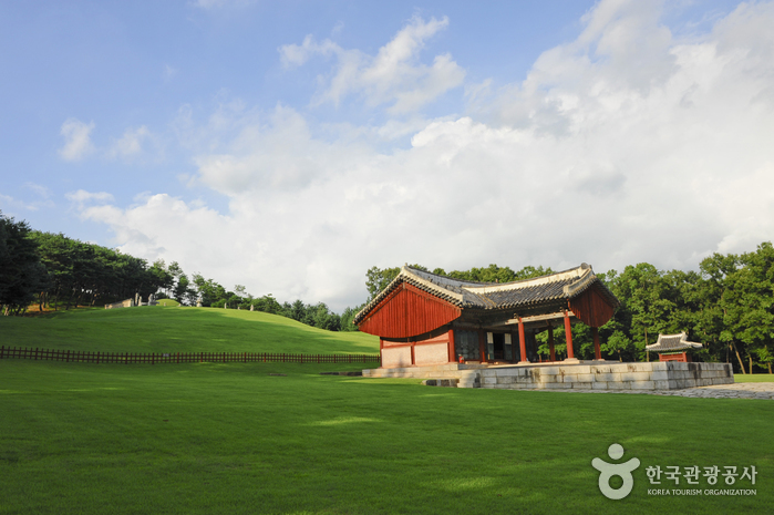 Yungneung / Geolleung (a.k.a, Yunggeolleung) [UNESCO World Heritage] (화성 융릉과 건릉 [유네스코 세계문화유산])