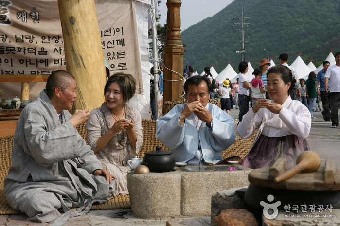 Mungyeong Traditional Chasabal Festival (문경 전통찻사발축제)