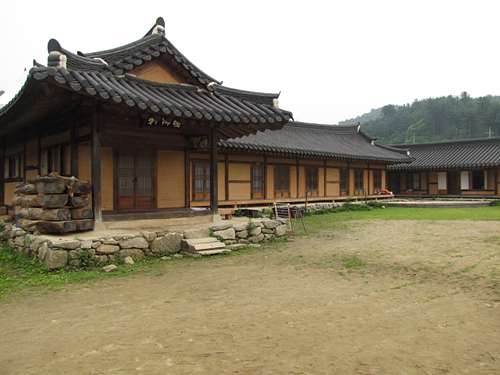 Chiong Art Center (취옹예술관)