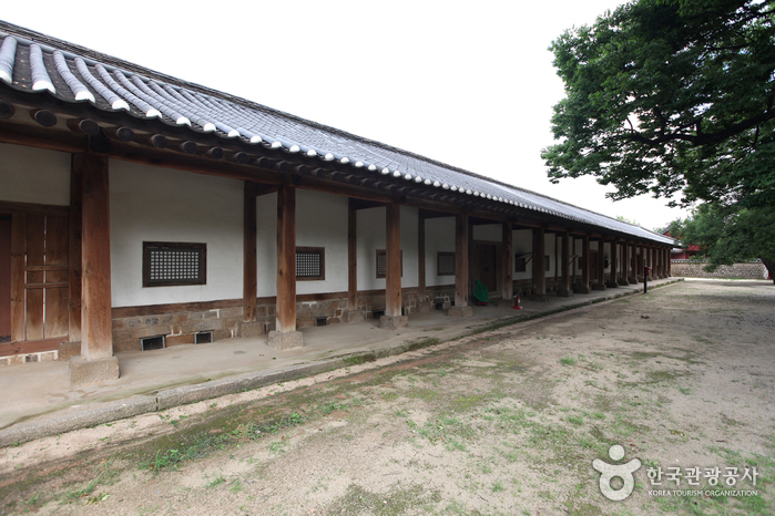 Munmyo Confucian Shrine and Seonggyungwan National Academy (서울 문묘와 성균관)