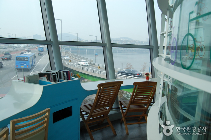 Café Rainbow - Hannam Bridge Lookout Lounge (한남 새말카페 레인보우)
