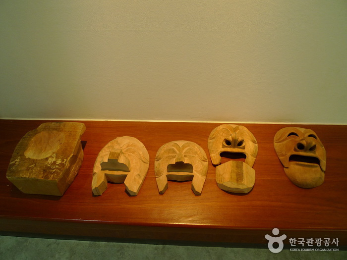 Hahoe Mask Museum (하회동 탈 박물관)