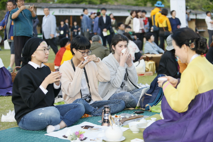 Boseong Green Tea Festival (보성다향대축제)