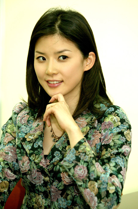 Lee Bo-Young (이보영)